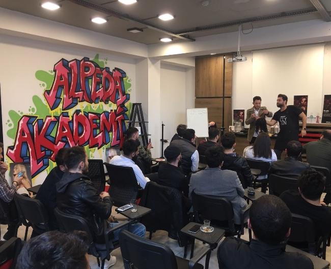 Alpeda Akademide Saç Kesim ve Renklendirme Eğitimi